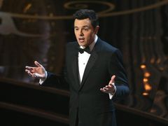 アカデミー賞司会『テッド』のセスに酷評 男尊女卑?人種と性のジョークが最悪と話題に