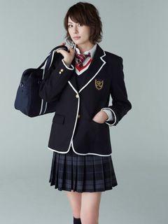 米倉涼子、女子高生役の制服姿が公開!現役高校生と気迫で勝負!