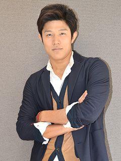「変態仮面」鈴木亮平、小栗旬からの信頼に全力投球!おいなりさんもぶつけた撮影語る!