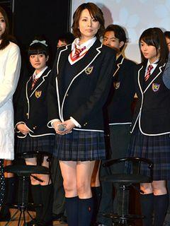 米倉涼子、ミニスカ制服姿で「35歳の高校生」制作発表会に登場!