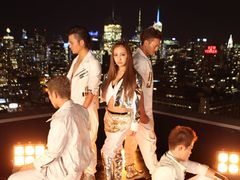 板野友美、新曲MVをニューヨークで撮影!1年2か月ぶりシングル!