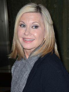 オリヴィア・ニュートン=ジョン、脳腫瘍で余命短い姉に付き添うためラスベガス公演を延期
