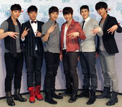 2PM、コンサート写真加工を認めて謝罪…観客数水増しについては否定