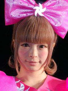 20歳のきゃりーぱみゅぱみゅ、女子高生に変装してディズニーシーへ!