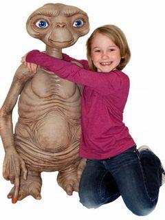 等身大E.T.がいつでもそばに!こだわり満載のフィギュアが登場!