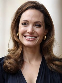 乳房切除のアンジェリーナ・ジョリー、次は卵巣摘出を予定