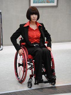 松雪泰子、初の義足&車椅子!『劇場版 ATARU』で中居と9年ぶり共演
