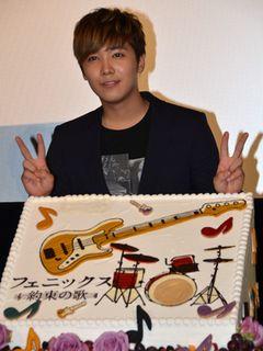 「美男(イケメン)ですね」イ・ホンギ、生歌を披露!映画初主演をファンとお祝い!