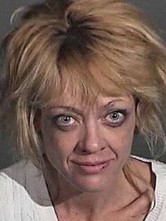 「ザット'70s ショー」のリサ・ロビン・ケリー、酒気帯び運転の疑いで逮捕