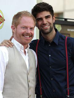 「モダン・ファミリー」のジェシー・タイラー・ファーガソン、同性のパートナーと結婚