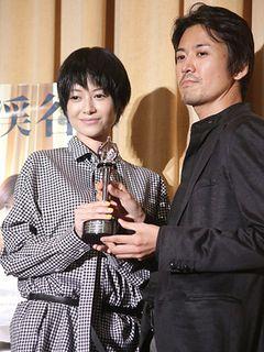 真木よう子、喜びの笑顔!世界映画祭で受賞の出演作に誇り!