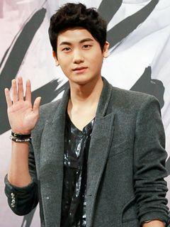 ZE:Aパク・ヒョンシク、イ・ジョンソクを抜いて合コンしたい年下の男性1位に!<韓国JPICTURES>