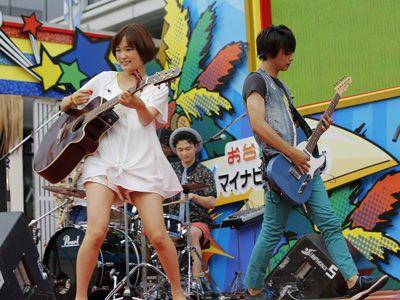 堂々とお披露目ライブを終えた「MUSH&Co.」大原櫻子、森永悠希、吉沢亮 , (C)青木琴美・小学館/「カノジョは嘘を愛しすぎてる」製作委員会