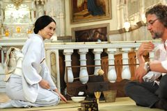 中谷美紀、カナダの教会でお茶会を開催!フランス語であいさつも