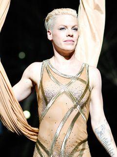 歌手のピンク、ビルボード誌が選ぶウーマン・オブ・ザ・イヤーに