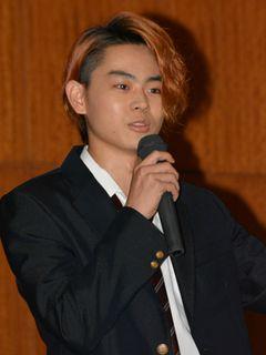 菅田将暉、都内高校の後夜祭に参加! 学生時代のおしゃれの失敗を語る!