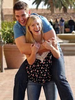 「Glee」ブリタニー役のヘザー・モリスに男子誕生