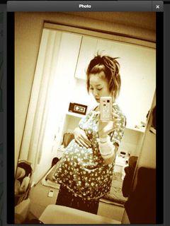 急きょ入院の西山茉希「元気です」 35週のおなか披露で母子健康をアピール