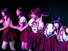 宮澤佐江&鈴木まりや、ついに中国SNH48劇場デビュー!現地ファンも大歓迎!