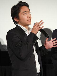 コリン・ファース主演作で真田広之の若き時代を演じた、ロンドン在住の日本人俳優、石田淡朗が凱旋帰国