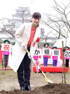 綾瀬はるか、2015年大河主演の井上真央にエール!「睡眠取って」