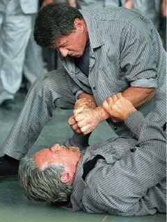 """スタローンとシュワルツェネッガー、初の本格共演に""""脱獄モノ""""を選んだ理由"""