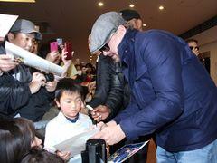 ディカプリオが羽田に到着!1,000人のファンを魅了!