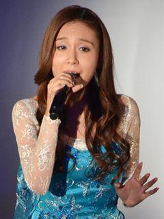 May J. 歌手になったのは『ムーラン』のクリスティーナ・アギレラがきっかけ!