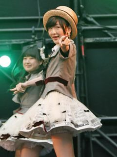 乃木坂・生駒里奈、AKB48デビュー!ミニスカ衣装でパフォーマンス