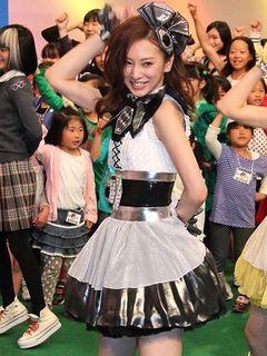 北川景子、ミニスカ衣装で「きもクロ」ライブ初披露!