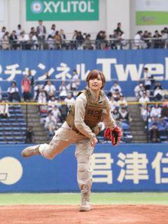 真野恵里菜『パトレイバー』のヒロイン衣装で始球式に登場!
