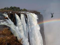 BBC、撮影困難な滝に挑んだ驚きの方法とは?