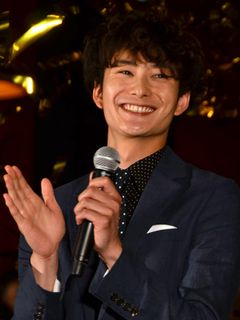 村上淳に褒められた岡田将生、ジャンプして大喜び!