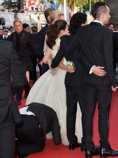 女優のスカートに男が頭を突っ込む 「アグリー・ベティ」女優が被害に