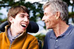 失業中の父親が車いすの息子とトライアスロンに挑む…フランスの感動作が公開