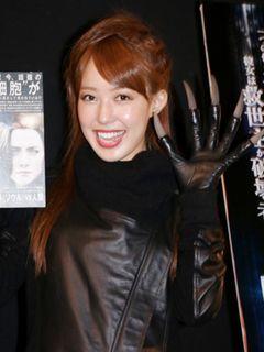 元AKB48川崎希、今月14日にメキシコで結婚式 夫アレクは巨大爪をプレゼント