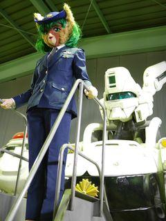 警視庁「非公認」萌えキャラがイングラムとご対面!「パトレイバー」の舞台を表敬訪問!