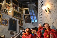 USJ「ハリポタ」エリア、ホグワーツ城内部が初公開!「動く肖像画の廊下」が完全再現!