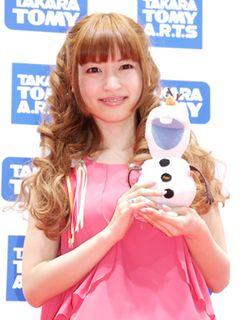 神田沙也加、「東京おもちゃショー2014」で「アナ雪」挿入歌を熱唱