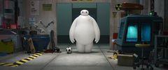 ディズニーアニメ最新作の予告編が公開!日本×アメリカの街並み&ロボットの「よしよし」姿が明らかに!
