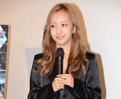 板野友美、AKB48の卒業発表なしに「みんな優等生」