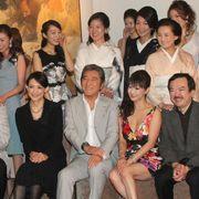 松方弘樹、銀座高級クラブの美女たちに囲まれご満悦!
