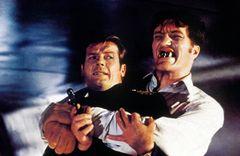 ロジャー・ムーア、『007』映画で共演したリチャード・キールさんを追悼