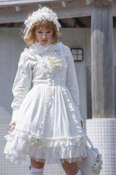 中越典子、完璧すぎるロリータファッションを披露!共演の美少女もメロメロ!
