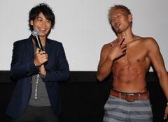 ゴーカイレッド小澤亮太主演作の初日、仲良し城戸康裕が上半身裸に!