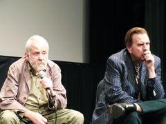 カンヌ国際映画祭男優賞受賞、映画『秘密と嘘』のマイク・リー監督が構想10年を費やした意欲作とは?