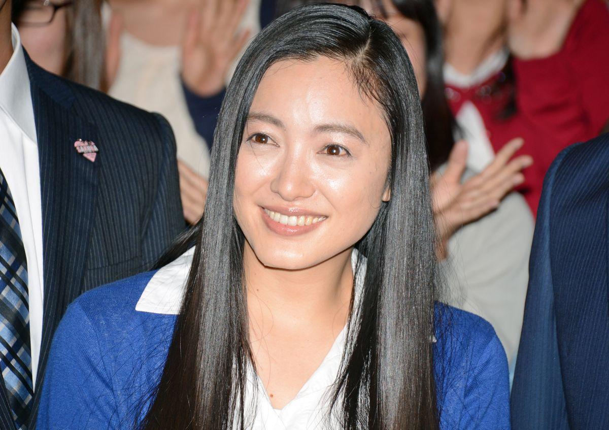 無邪気な笑顔の仲間由紀恵さん