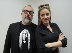 ジブリ作品、ウルトラマンそして黒澤明…日本フリークの奇才が妻とラブラブ来日