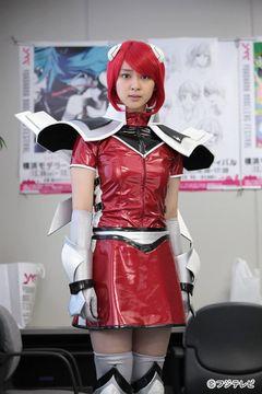 武井咲、女剣士のコスプレを披露!「ちょっとテンション上がりました」