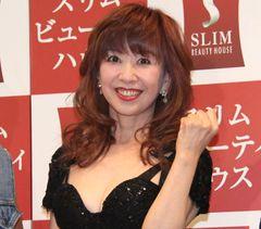 大場久美子、54歳の水着グラビアは修整ナシ!